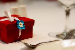 dinner party gift etiquette