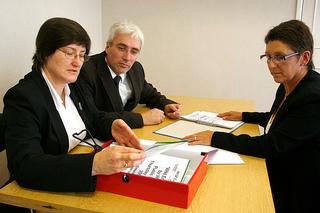 Job Search Etiquette - Photo by Alan Cleaver